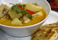 Yellow Curry Chicken with Roti